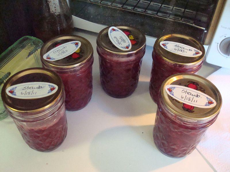 Canning strawb jam 8